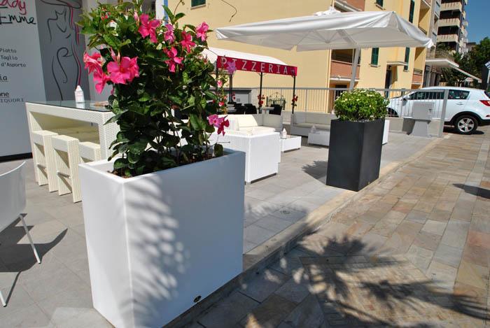 Vendita online fioriere e grigliati teramo arredi per for Arredo terrazzo online