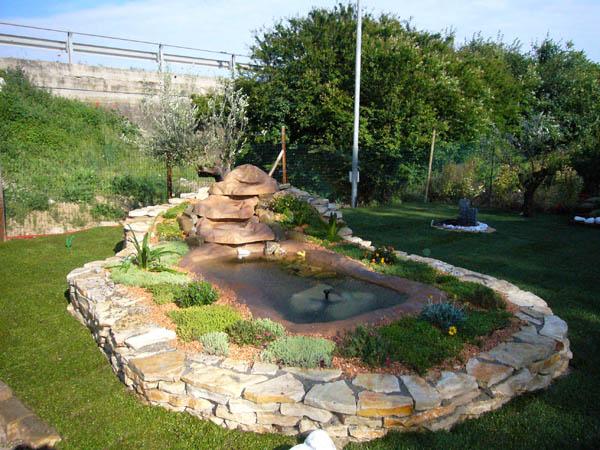 Cascate artificiali per laghetti lualta dei nostri for Pompe per laghetti da giardino