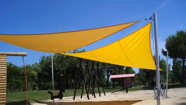 Ombrelloni tendaggi esterni e vele ombreggianti arredi per esterni giardini manutenzione piscine - Vele ombreggianti da giardino ...