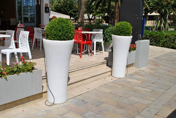 Vasi da giardino arredi per esterni giardini manutenzione for Vasi complementi d arredo